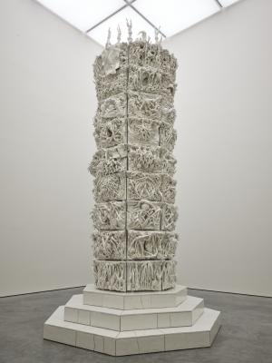 Classicismi e sensualità: le opere ceramiche di Rachel Kneebone