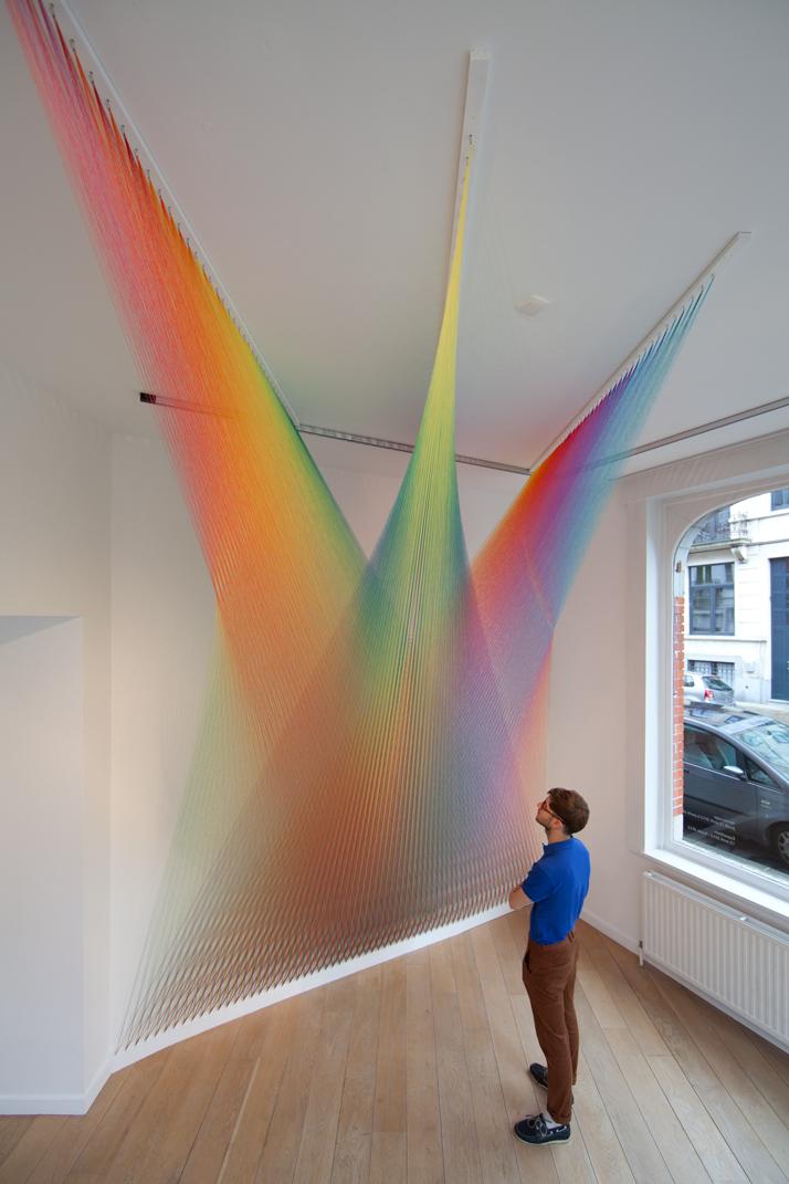 Trame colorate: le installazioni di Gabriel Dawe