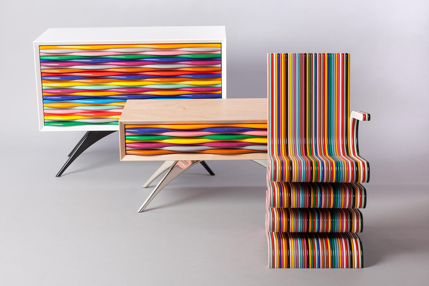 Design pop mobili multicolor di anthony hartley for Design di showroom di mobili