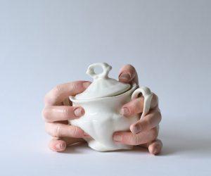 La ceramica inquietante di Ronit Baranga