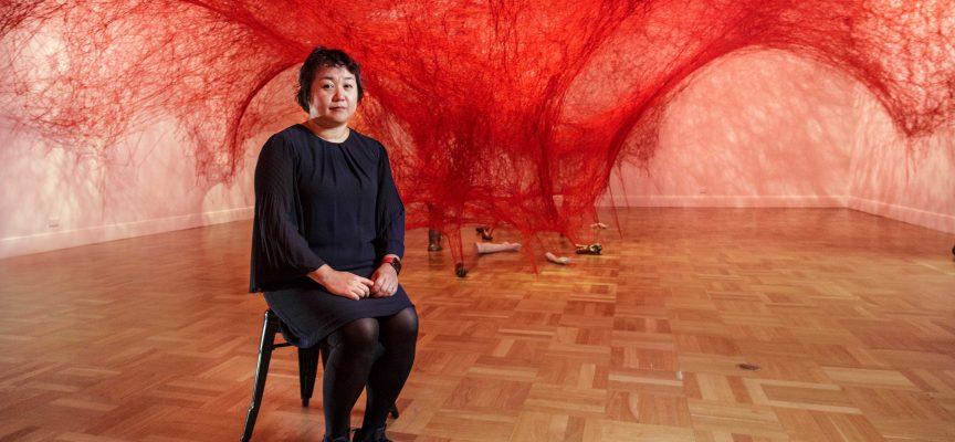 L'arte dei fili rossi di Chiharu Shiota