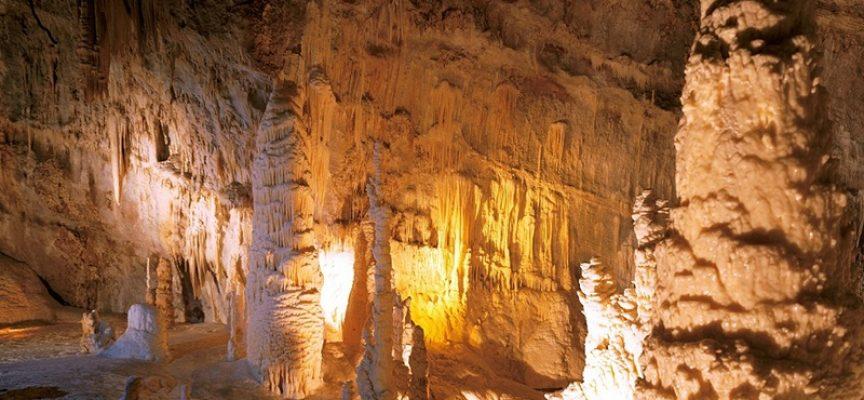 Marche, rosa come le Grotte di Frasassi