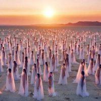 Spencer Tunik: la nudità come forma d'arte