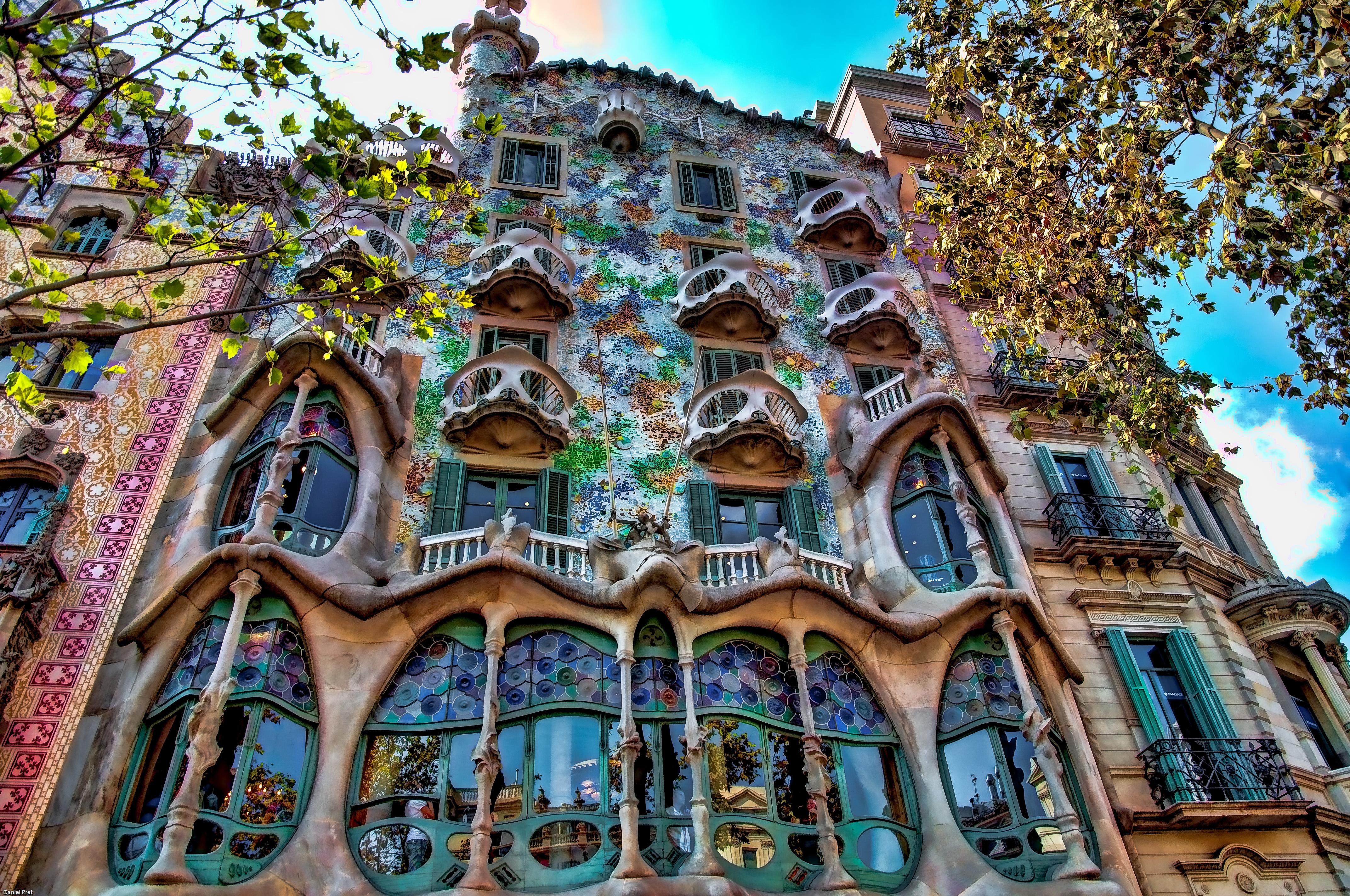 Barcellona antoni gaud e il riciclo creativo di casa - Dipingere la facciata di casa ...